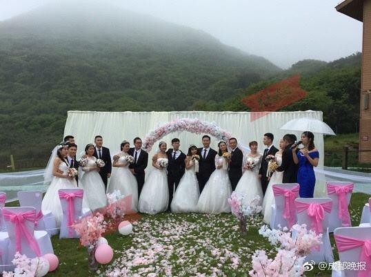成都一高校全班43人竟有15对情侣 毕业旅行变集体婚礼