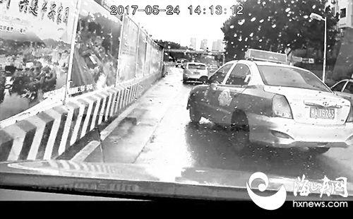 """福州:的士加塞后多次""""蛇行别车"""" 险酿车祸"""