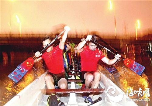 龙舟夜训 福州民间和官方的龙舟赛上80后成了主力军