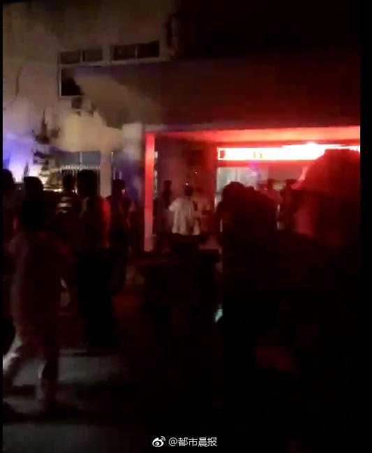 京臺高速三車連撞油罐車爆炸1死21傷現場圖曝光 事故原因是什么