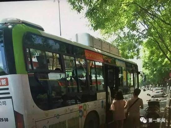 女大学生公交车上遭猥亵:下体动得还挺频繁
