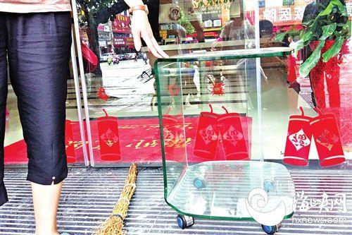 莆田:男子酒店内不慎坐碎玻璃桌 动脉被割破身亡