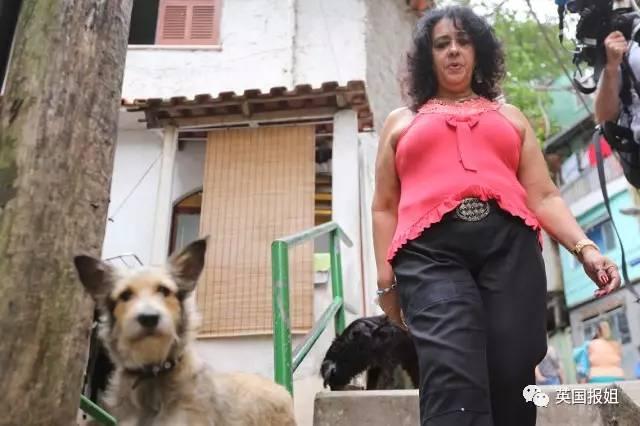 巴西头号女毒枭自述:11岁玩枪 25岁嫁黑帮老大 奥利薇拉个人简介