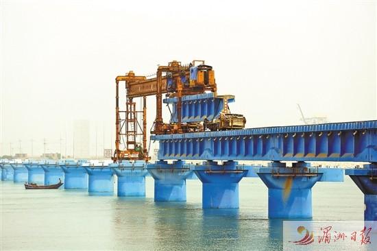 罗屿铁路特大桥架梁施工 预计今年10月通车