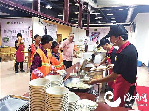 莆田一炝肉店为环卫工免费供午晚餐
