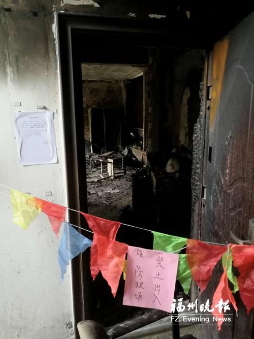 福州一小区单元房起火 房主敲响邻居家门示警