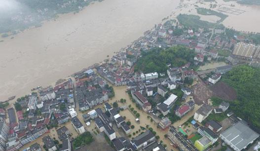 杭州部分区域遭洪水袭击 救援人员昼夜奋战
