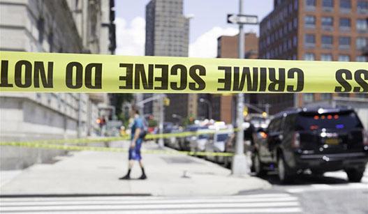 美国纽约地铁车厢脱轨造成34人受伤