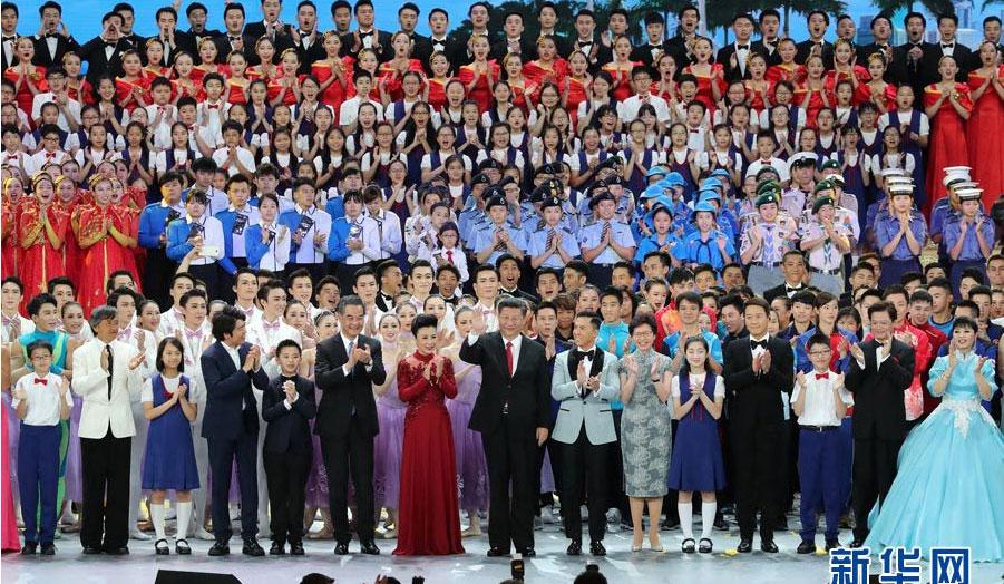 习近平出席观看庆祝香港回归祖国20周年文艺晚会