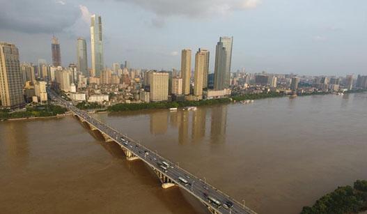 湖南发布洪水红色预警 湘江干流全线水位逼近历史新高