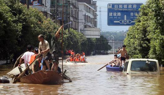 湖南祁东:乡镇被洪水围困 交通中断全镇停电