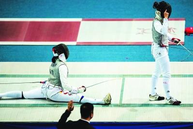击剑全锦赛 福建男子重剑队登上领奖台