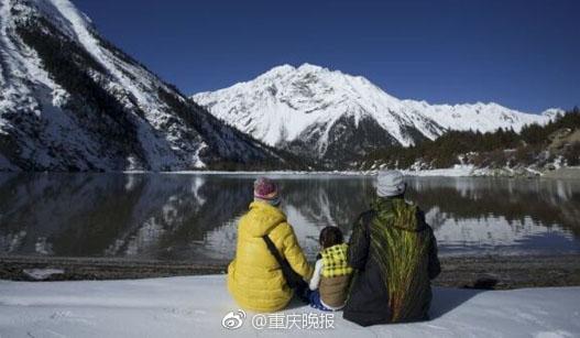 重庆夫妻带2岁儿子上高原爬雪山引发热议