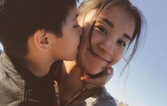章龄之获儿子亲吻一脸幸福 章龄之二胎是男是女怀多久了?
