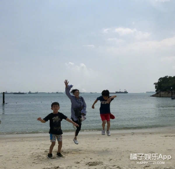 张柏芝的带娃日常:冲浪、滑板、玩直播 享受悠然自得的生活