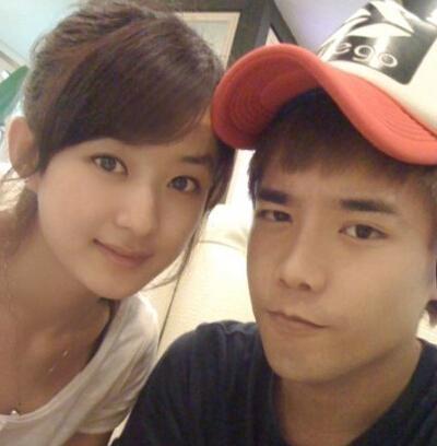 赵丽颖弟弟是谁 赵丽颖和弟弟赵建飞合影,被误认为是情侣