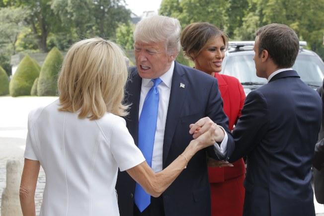美国总统特朗普访问法国 盛赞法国第一夫人布丽吉特