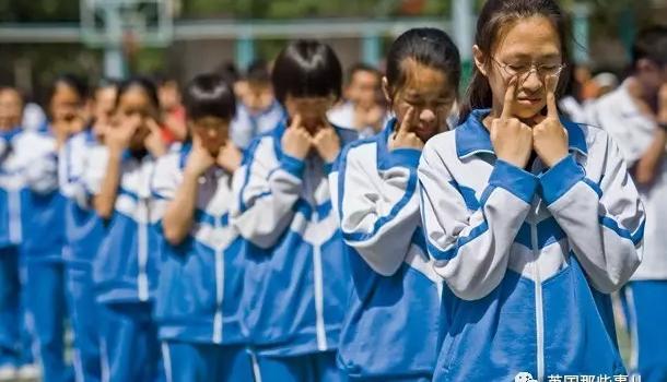 韩国学生羡慕中国校服称好想穿?中国校服到底是美是丑?(图)