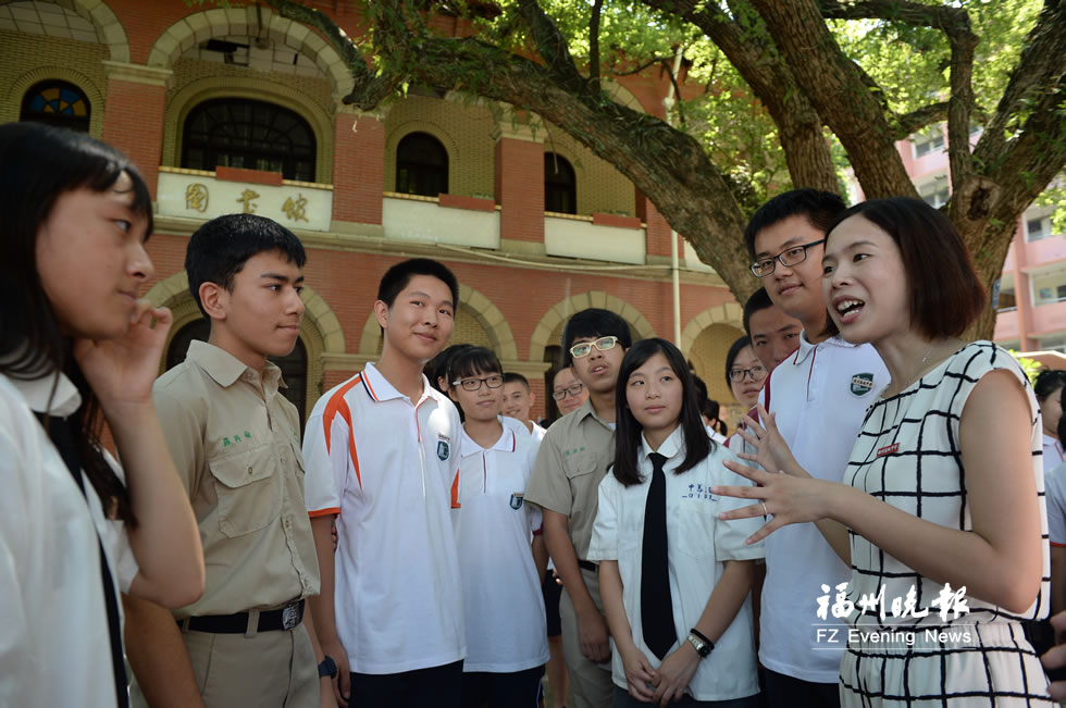 榕台青年夏令营开营 台湾学子背着传统乐器跨海而来