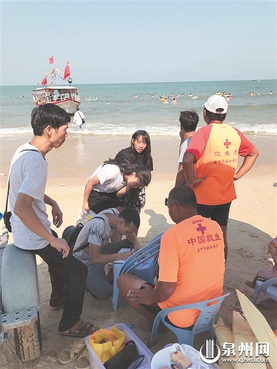 泉州石狮永宁红塔湾3小时救起8名被困游客
