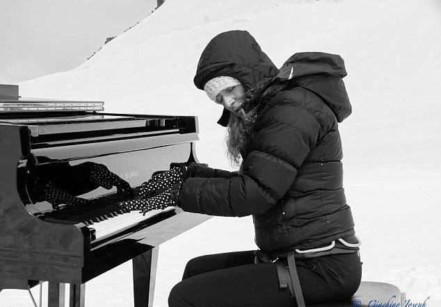 4200米高峰弹钢琴 意钢琴家办海拔最高的音乐会