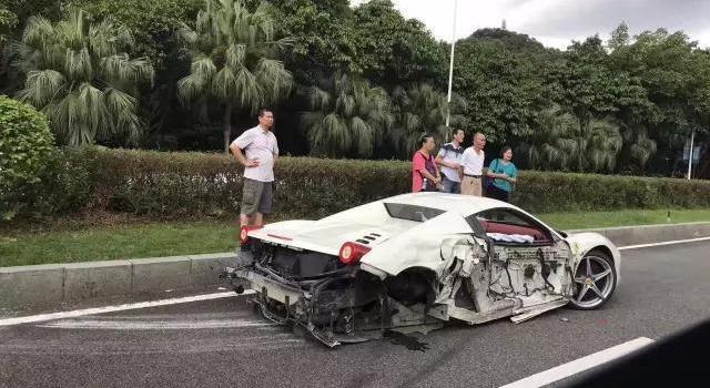 东莞:丰田连撞法拉利和宝马 维修费或上百万