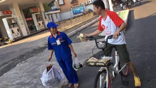 """京东携手哈罗单车 福州街头送""""福""""利"""