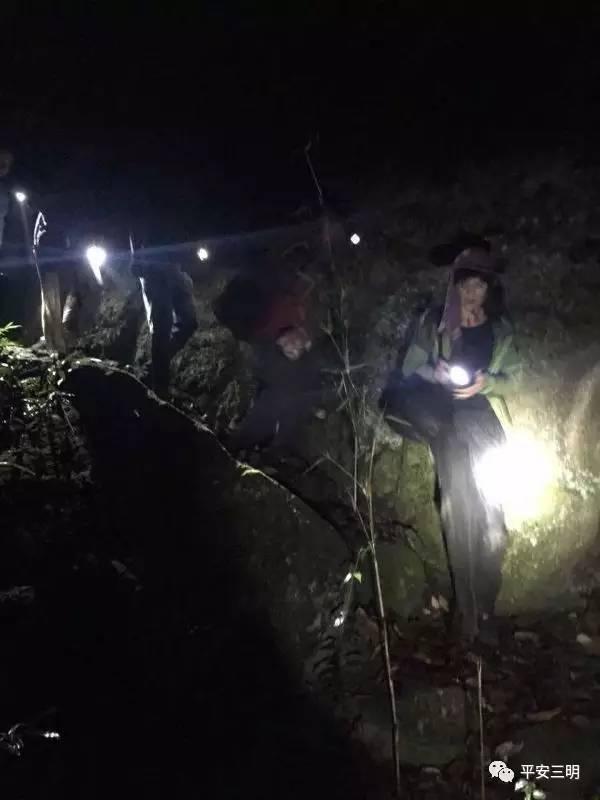 两驴友被困山上10小时 三明城关派出所公安冒雨成功施救