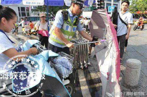 """福州交警再次呼吁 电动车""""拆伞"""""""