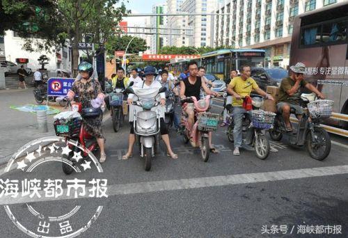 为杜绝电动车挤占斑马线 福州路口增划电动车停止线
