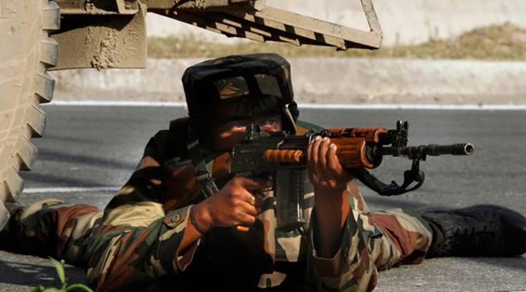 印度士兵执勤时玩手机被没收 怒用AK47击毙长官