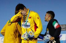 孙杨世锦赛400米自夺冠 泪洒领奖台