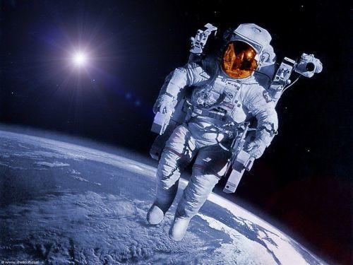 美国宇航员年薪有多少?分为地球工资和太空工资