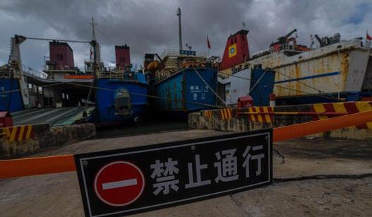 """台风""""桑卡""""来袭 琼州海峡全线停航"""