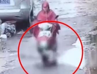 孕妇骑无牌摩托撞倒幼童