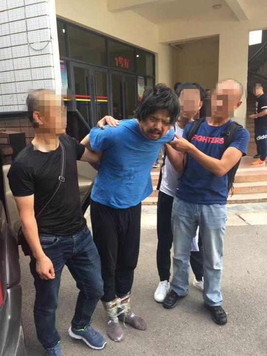 男子杀人潜逃16年云南开客栈 儿子换身份考上北大