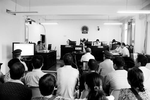 河南省农信社原副主任杨振浩受贿后交情人放贷 获刑十年