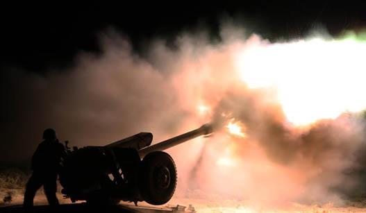 空降兵夜间练实弹射击场面震撼