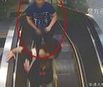 """无锡""""地铁色狼""""尾随年轻女性裸露下体被监控拍下"""
