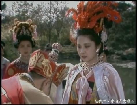殿上回望,有点霸气高冷.女儿国 会有东土大唐而来的僧人带着一只