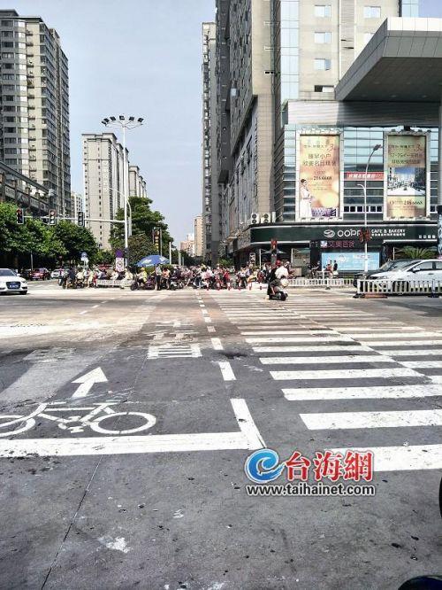 漳州市区多个路口进行改造:撤销安全岛 增设电动车道