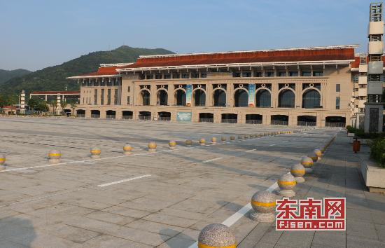 """漳州动车站站前交通本月内将实施""""上进下出"""""""