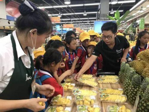 """猫火车把大山的孩子带来了永辉超市,新晋网红""""小黄瓶""""也来助阵了!"""