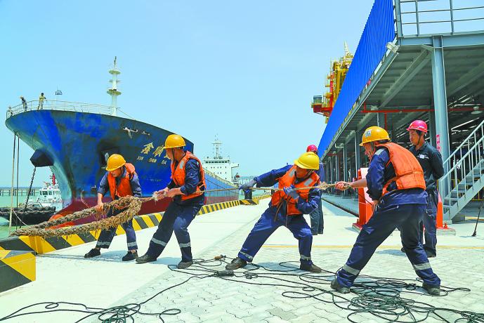 国投湄洲湾煤炭码头装船泊位迎来首船靠泊