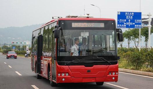 中国中车首款12米纯电动智能驾驶客车进行路况适应性测试