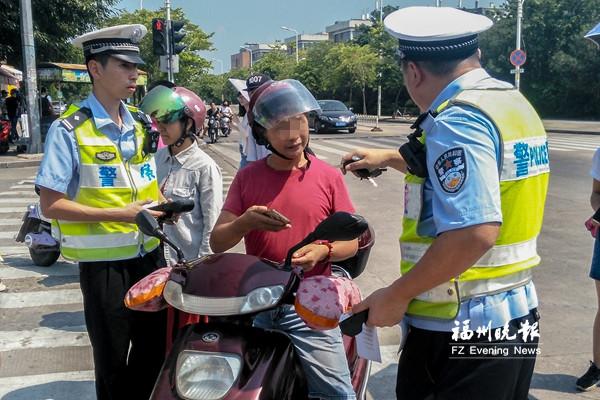 警方集中整治交通违法行为 闽侯上街交通秩序好转