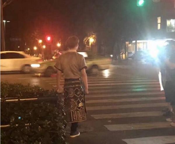 张艺兴罗志祥现身成都夜景 极限挑战3第七期最新路透图曝光
