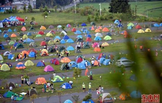 三明泰宁七夕国际帐篷节吸引近5千名户外驴友参加