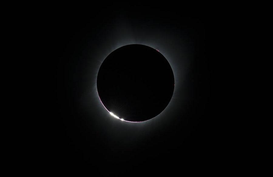 """美千万民众赏""""超级日食"""" 遮天盖地如黑夜降临"""
