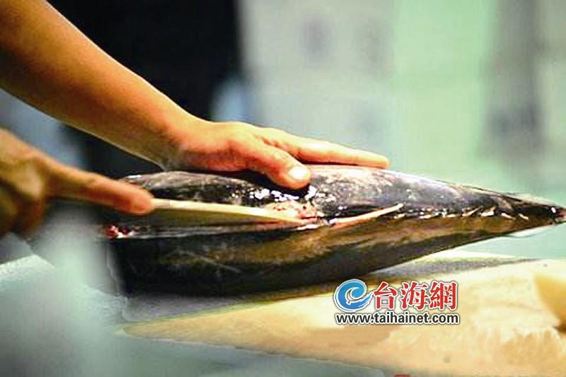 厦门一市民杀鱼时感染病菌 被鱼刺扎一下险丧命